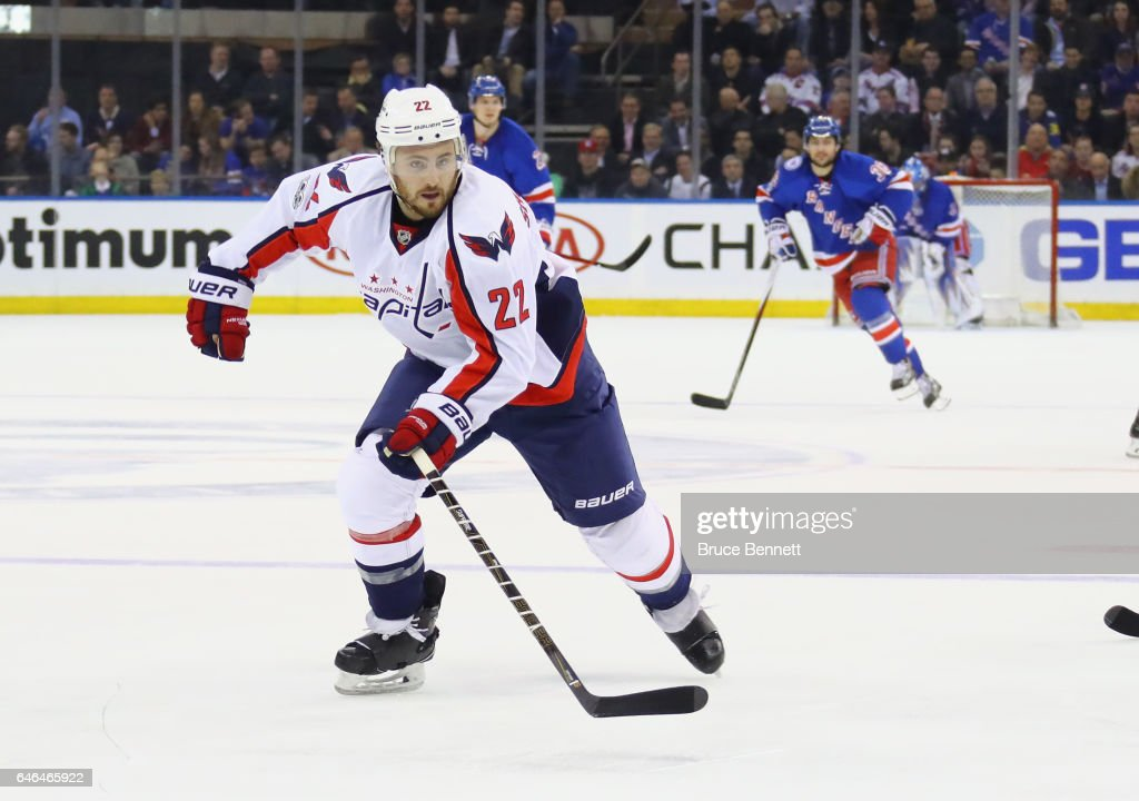 Washington Capitals v New York Rangers : Nachrichtenfoto