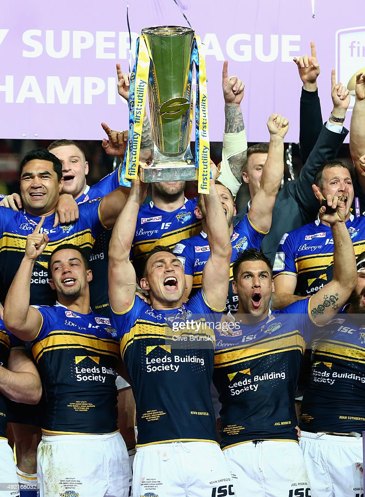 Kevin Sinfield of the Leeds Rhinos celebrates as he holds the trophy aloft with his team mates after the First Utility Super League Grand Final between Wigan Warriors and Leeds Rhinos at Old Trafford on October 10, 2015 in Manchester, England.