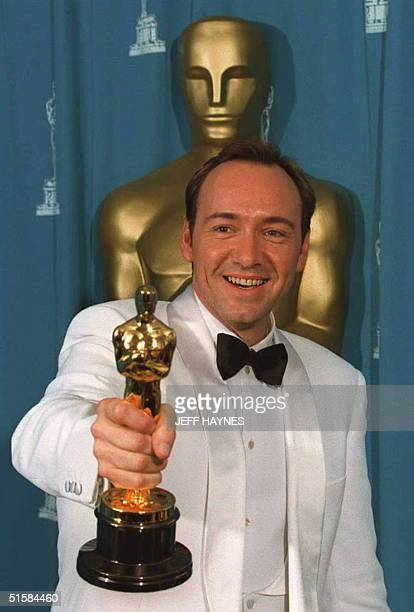 Kevin Spacey winner for the Best Supporting Actor for his role as 'Roger 'Verbal' Kent' in 'The Usual Suspects' poses with his Oscar at the Dorothy...