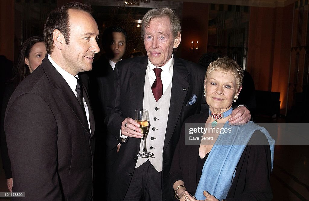 Kevin Spacey With Dame Judi Dench & Peter O'toole, The Premiere Of Shipping News Was Followed By A Glamorous Party At Clarridges Hotel In London.