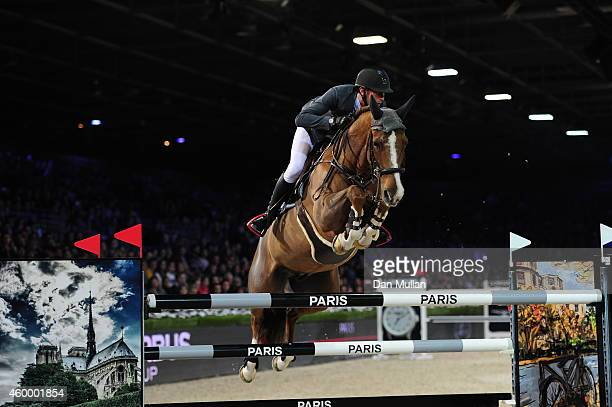 Kevin Staut from France rides Reveur de Hurtebise HDC at the GDE Prix class as part of the Gucci Paris Masters 2014 on December 5, 2014 in...
