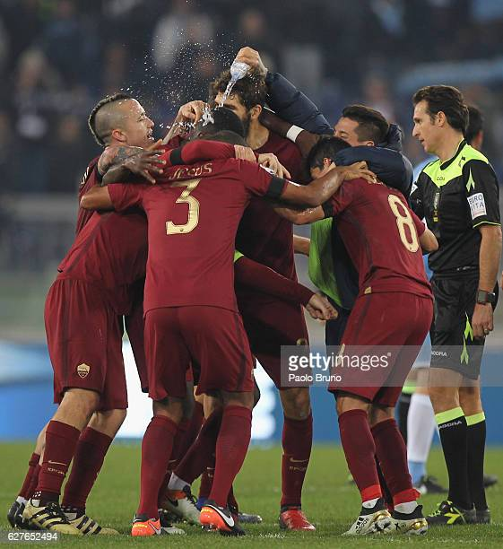 Kevin Strootman Emerson and Daniele De Rossi of AS Roma celebrates the victory after the Serie A match between SS Lazio and AS Roma at Stadio...