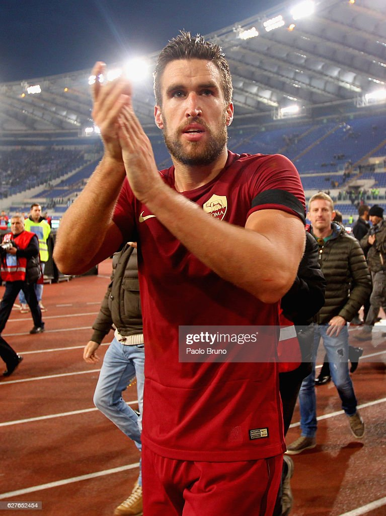 Kevin Strootman of AS Roma celebrates the victory after the Serie A match between SS Lazio and AS Roma at Stadio Olimpico on December 4, 2016 in Rome, Italy.
