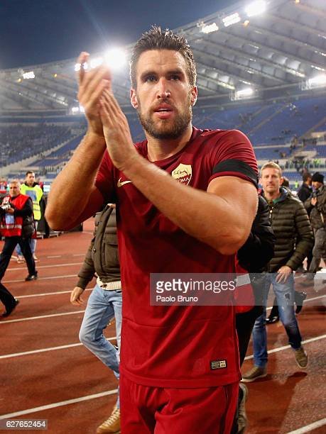 Kevin Strootman of AS Roma celebrates the victory after the Serie A match between SS Lazio and AS Roma at Stadio Olimpico on December 4 2016 in Rome...