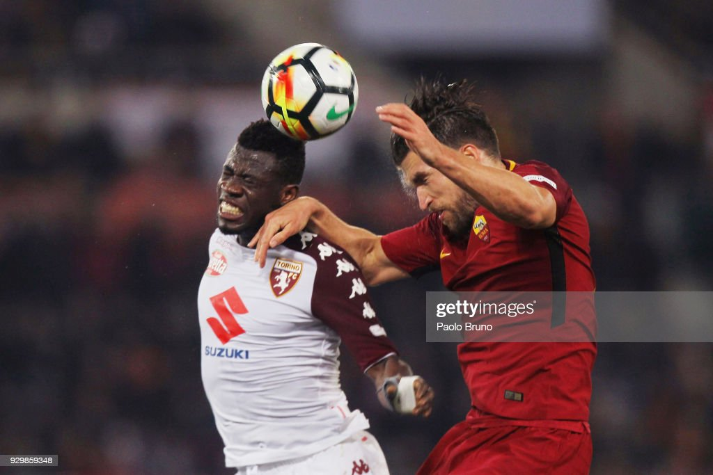 Kevin Strootman of AS Roma competes for the ball with Afryie Acquah of Torino FC during the Serie A match between AS Roma and Torino FC at Stadio Olimpico on March 9, 2018 in Rome, Italy.