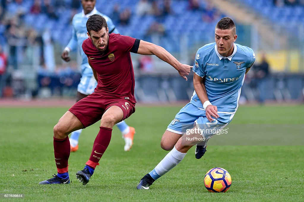 Kevin Strootman of Roma is challenged by Sergej Milinkovi-Savi of Lazio during the Serie A match between Lazio v Roma on December 4, 2016 in Rome, Italy.