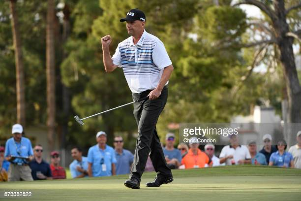 Kevin Sutherland birdies the 16th hole during the final round of the PGA TOUR Champions Charles Schwab Cup Championship at Phoenix Country Club on...