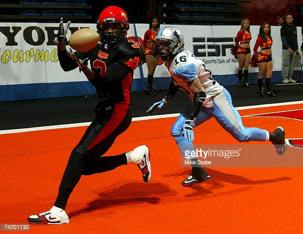 Kevin Swayne of the New York Dragons catches a touchdown in the first half against Isaiah Trufant of the Kansas City Brigade on May 20, 2007 at the...