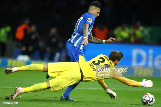 Kevin Trapp of Eintracht Frankfurt makes a save from Davie Selke of Hertha BSC during the Bundesliga match between Hertha BSC and Eintracht Frankfurt...