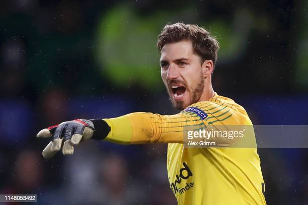 Kevin Trapp of Eintracht Frankfurt reacts during the UEFA Europa League Semi Final Second Leg match between Chelsea and Eintracht Frankfurt at...