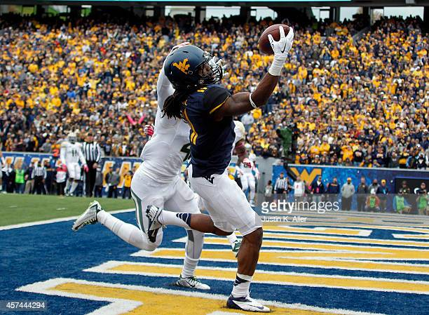 Kevin White of the West Virginia Mountaineers catches a 12 yard touchdown pass against Xavien Howard of the Baylor Bears in the fourth quarter during...