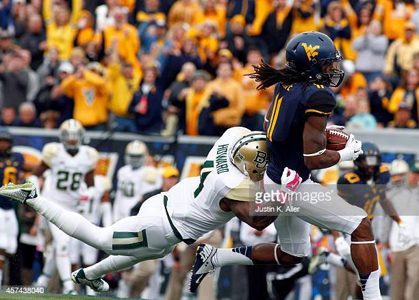Kevin White of the West Virginia Mountaineers makes a catch in the second quarter against Xavien Howard of the Baylor Bears during the game on...