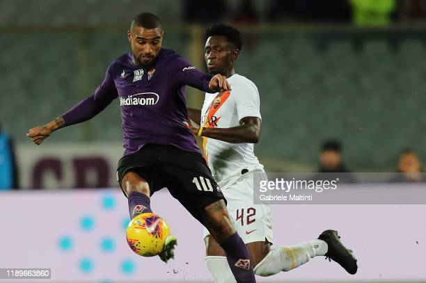 KevinPrince Boateng of ACF Fiorentina battles for the ball with Amadou Diawara of AS Roma during the Serie A match between ACF Fiorentina and AS Roma...