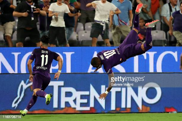 Kevin-Prince Boateng of ACF Fiorentina celebrates after scoring the equalizing goal during the Serie A match between ACF Fiorentina and SSC Napoli at...
