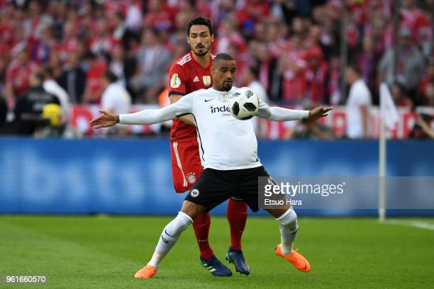 KevinPrince Boateng of Eintracht Frankfurt controls the ball under pressure of Mats Hummels of Bayern Muenchen during the DFB Cup final between...