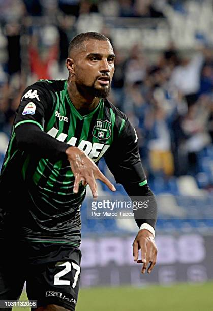 KevinPrince Boateng of US Sassuolo celebrates his first goal during the serie A match between US Sassuolo and Genoa CFC at Mapei Stadium Citta' del...