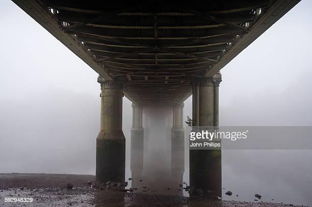 kew railway bridge - stability stock pictures, royalty-free photos & images
