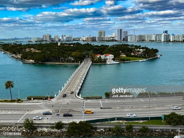 キービスケーン、フロリダ州マイアミを背景に - キービスケイン ストックフォトと画像