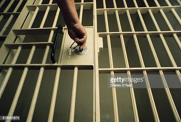 key in jail cell door - 刑務所 ストックフォトと画像