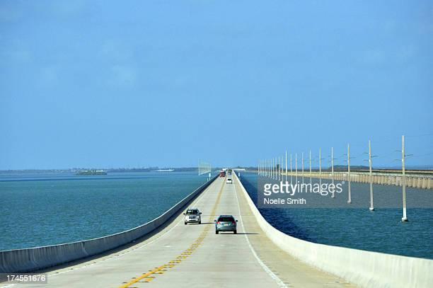 key west bound - seven mile bridge stock pictures, royalty-free photos & images
