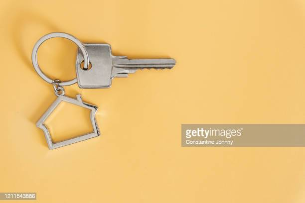 key with house shaped key chain - real estate stock pictures, royalty-free photos & images