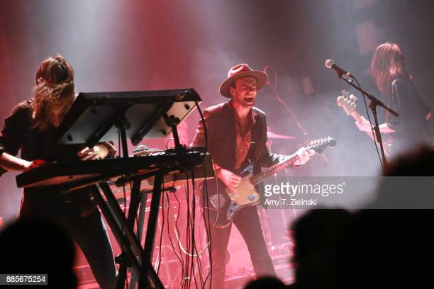 Keyboard player Uberto Rapisardi lead singer Finn Andrews and bassplayer Sophia Burn of the Londonbased band The Veils perform at Islington Assembly...
