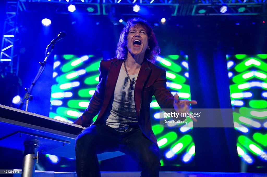 Keyboardist and singer Lawrence Gowan of the group Styx performs at Prudential Center on June 26, 2014 in Newark, New Jersey.