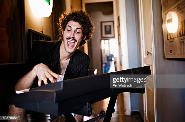keyboardist singing - keyboard player stock pictures, royalty-free photos & images