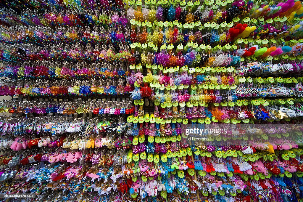 Keychains and trinkets for sale in Chinatown : Foto stock