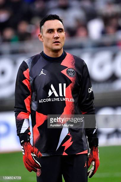 Keylor Navas of Paris Saint-Germain looks on during warmup before the Ligue 1 match between Amiens and Paris at Stade de la Licorne on February 15,...