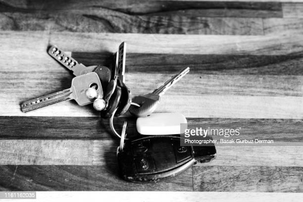 keys on a table - basak gurbuz derman stock photos and pictures