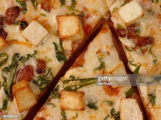kf_tandoori_01_10/31/04_Phototrak103462 Indian Pizza with paneer and coriander