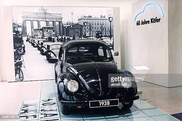 Käfer Prototyp von 1938 24 PS im Schaufenster vom VW Autohaus am Kurfürstendamm 1995