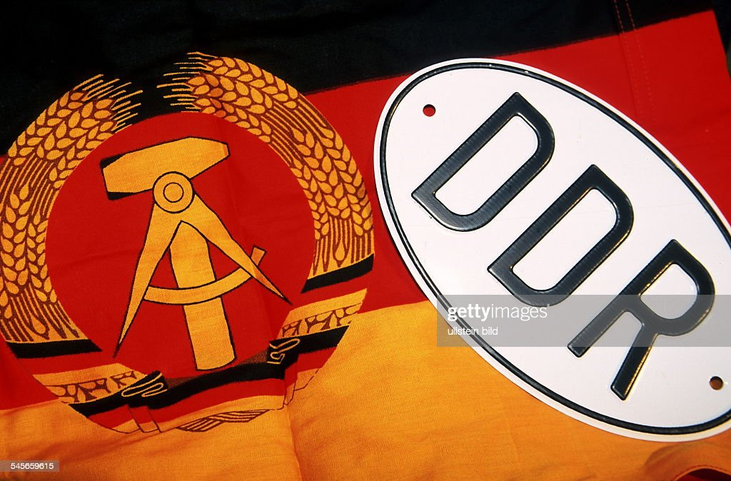 Fahnen Staatliche Symbole DDR Pictures | Getty Images