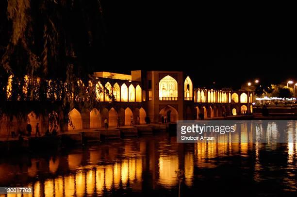 khaju bridge at night - ザーヤンド川 ストックフォトと画像