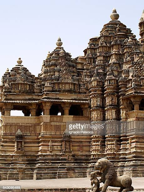 khajuraho village and temples - khajuraho stock pictures, royalty-free photos & images