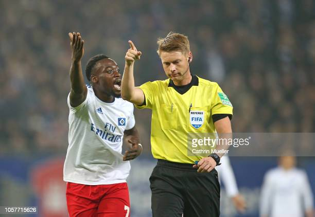 Khaled Narey of Hamburger SV shouts at Referee Christian Dingert during the Second Bundesliga match between Hamburger SV and 1 FC Koeln at...
