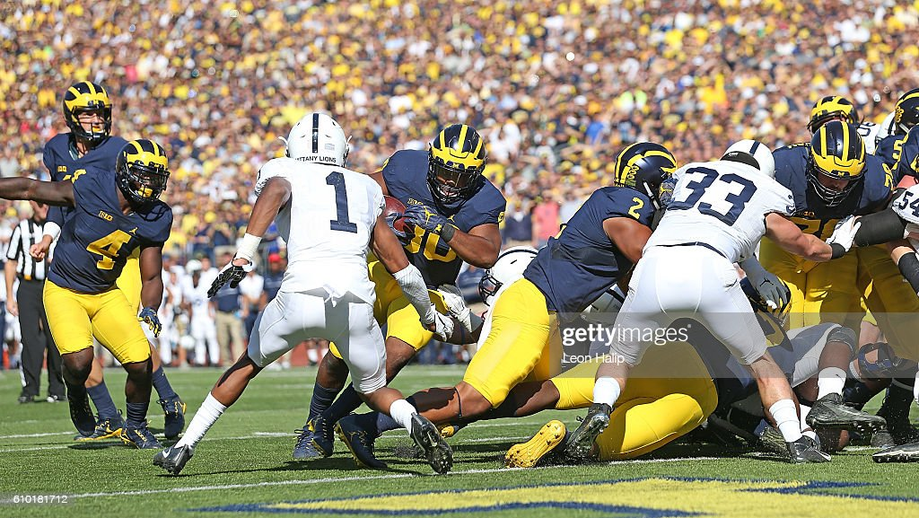 Khalid Hill #80 of the Michigan Wolverines runs for a touchdown during the first quarter of the game against Penn State Nittany Lions at Michigan Stadium on September 24, 2016 in Ann Arbor, Michigan.