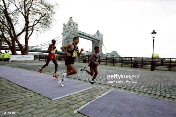 Khalid Khannouchi in prime position as he goes on to win the 2002 Flora London Marathon