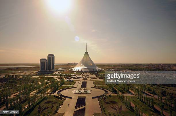 khan shatyr - kazakhstan stock pictures, royalty-free photos & images