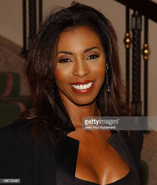 Khandi Alexander during The Museum of Television and Radio Honors CBS News's Dan Rather and Friends Producing Team Inside at Beverly Hills Hotel in...