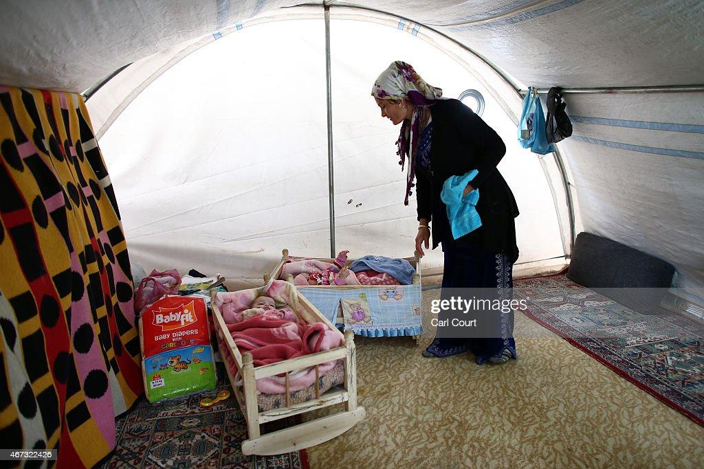 Syrian Refugees Seek Shelter In Turkey : News Photo