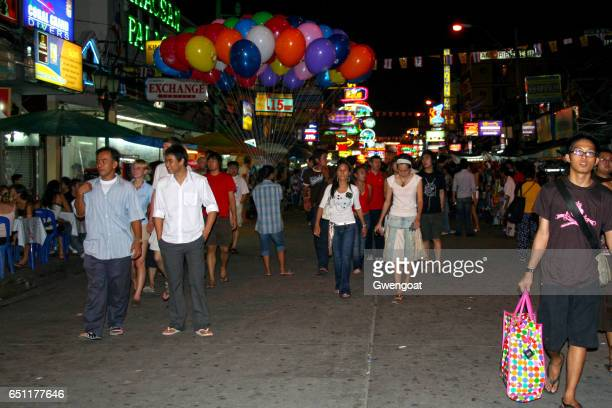 khao san road in bangkok - gwengoat stock pictures, royalty-free photos & images