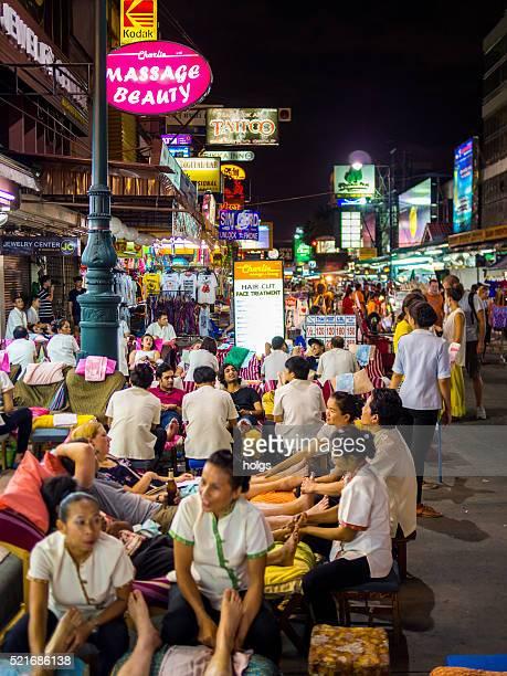 khao san road in bangkok, thailand - thai massage stockfoto's en -beelden