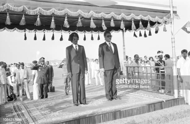 Khartoum Soudan janvier 1982 Le président tchadien Goukouni OUEDDEI est reçu par son homologue soudanais Gaafar NIMEIRY président de la République...