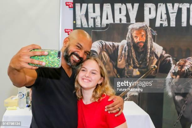MELBOURNE AUSTRALIA FEBRUARY Khary Payton with a fan at Walker Stalker Con Melbourne 2018PHOTOGRAPH BY Chris Putnam / Barcroft Images 44 207 033 1031...