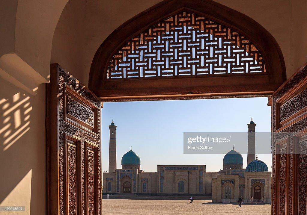 At the Khast Imam complex, Tashkent : Nieuwsfoto's