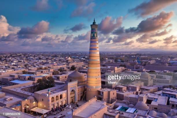 khiva zonsondergang twilight oezbekistan oude stad хива islam khoja minaret xiva - oezbekistan stockfoto's en -beelden