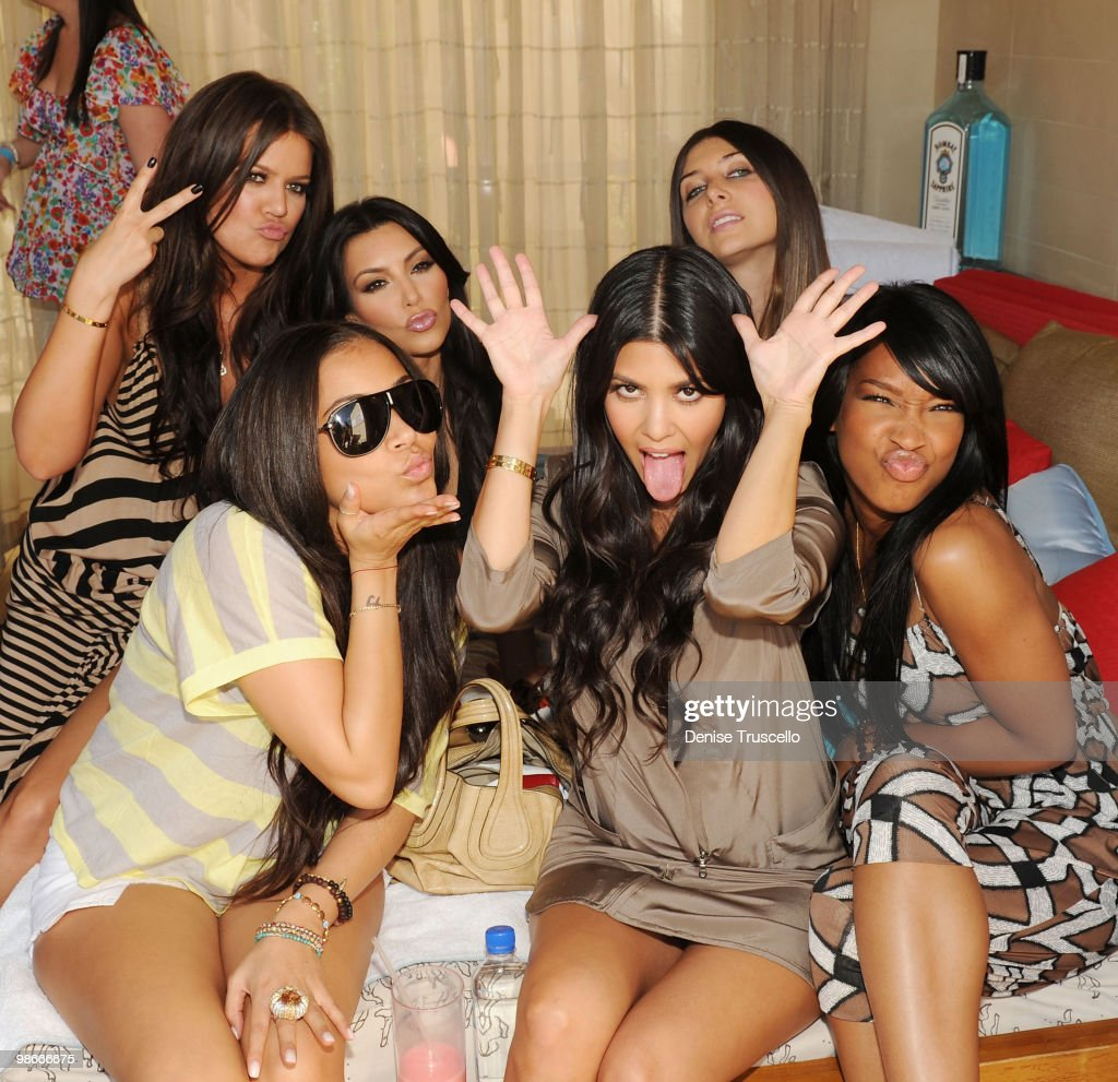 Khloe Kardashian, Lauren London, Kim Kardashian, Kourtney Kardashian, Brittny Gastineau and Malika Haqq attend Wet Republic on April 24, 2010 in Las Vegas, Nevada.