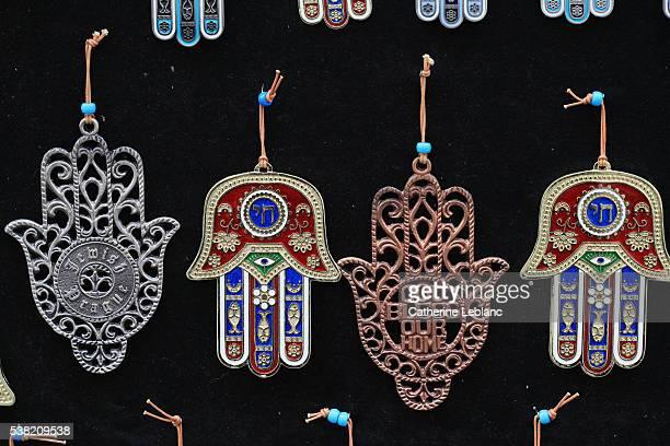Khomsa. The Hand of Fatima. The hamesh hand or hamsa hand is a popular motif in Jewish jewelry.